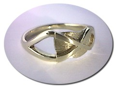18 ct Gold Saltire Ring.